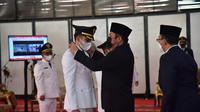 Gubernur Sumsel Herman Deru melantik Bupati Ogan Ilir terpilih Panca Wijaya Akbar di Griya Agung Palembang Sumsel (Dok. Humas Pemprov Sumsel / Nefri Inge)