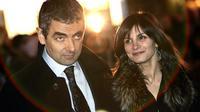 Rowan Atkinson dan Sunetra Sastry. (AP Photo/Lefteris Pitarakis)
