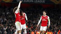 Striker Arsenal, Nicolas Pepe (tengah) berselebrasi usai mencetak gol ke gawang Vitoria de Guimaraes pada pertandingan Grup F Liga Europa di Stadion Emirates, London (24/10/2019). Di pertandingan ini, Pepe mencetak dua gol dan mengantar Arsenal menang 3-2 atas Vitoria. (AP Photo/Alastair Grant)