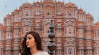 Febby Rastanty sedang menikmati keindahan Hawa Mahal di India (Dok.Instagram/@febbyrastanty/https://www.instagram.com/p/B7Sj0qyHRyc/Komarudin)