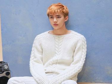 FOTO: Gaya Keren Sehun EXO dengan Berbagai Warna Rambut