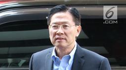 CEO Lippo Group James Riady tiba di Gedung KPK, Jakarta, Selasa (30/10). James Riady diperiksa sebagai saksi untuk sembilan tersangka. (Merdeka.com/Dwi Narwoko)