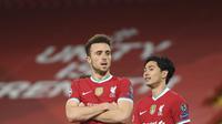 Gelandang Liverpool, Diogo Jota berselebrasi usai mencetak gol ke gawang Midtjylland pada pertandingan grup D Liga Champions di stadion Anfield, di Liverpool, Inggris, Selasa (27/10/2020). Liverpool menang 2-0 atas Midtjylland. (Peter Powell/Pool via AP)