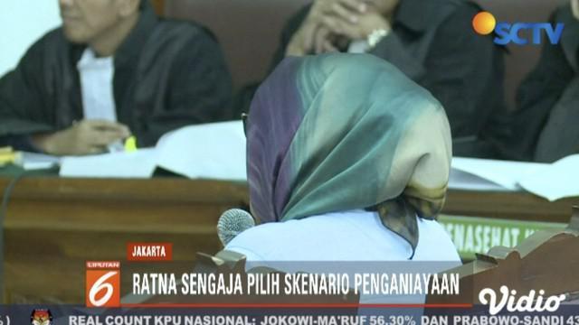 Kembali jalani sidang lanjutan, Ratna Sarumpaet akui empat kali sedot lemak tanpa sepengetahuan keluarga karena merasa malu.