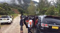 Kendaraan mewah jadi angkutan umum di Papua (Liputan6.com / Katharina Janur)