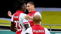 Penyerang Ajax Amsterdam, Lassina Traore, berhasil mencetak lima gol sekaligus membantu timnya menang 13-0 atas VVV Venlo pada laga pekan keenam Eredivisie di  Covebo Stadion De Koel, Sabtu (24/10/2020). (Olaf KRAAK / ANP / AFP)