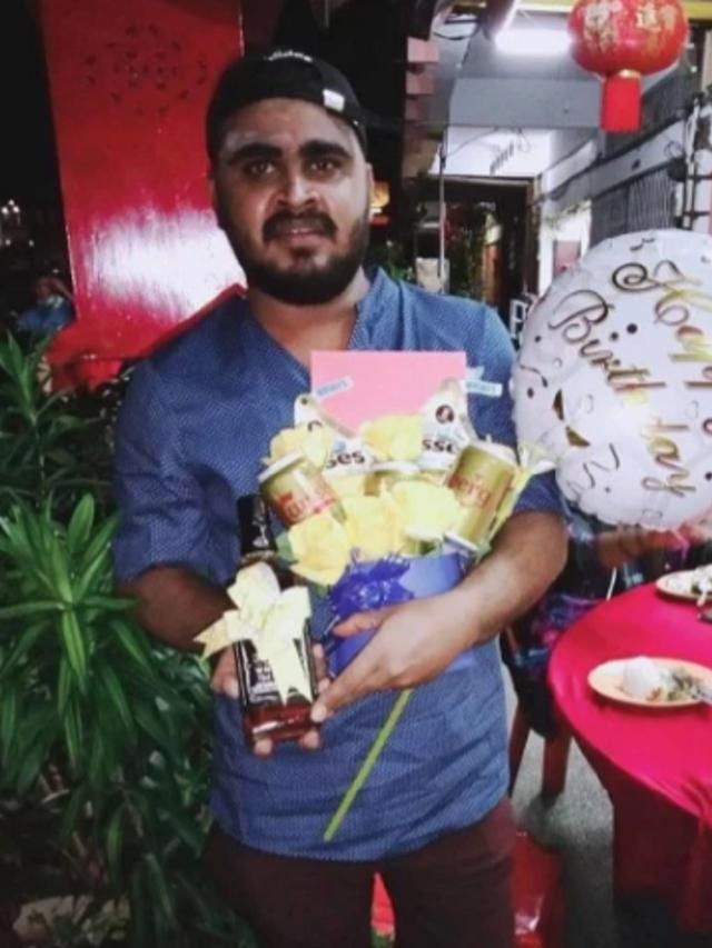 Miris Sekaligus Kocak, Pria Ini Memesan Buket Ulang Tahun untuk Dirinya Sendiri - Citizen6 Liputan6.com