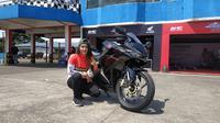 Pembalap Wanita Satu-Satunya di Balapan Honda CBR (Arief Aszhari/Liputan6.com)