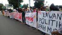 Aksi damai May Day 2018 buruh dan mahasiswa Banyumas sorot upah murah dan pendidikan mahal. (Foto: Liputan6.com/Muhamad Ridlo)