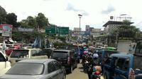 Untuk mengantisipasi antrean kendaraan di pintu Tol Ciawi, jajarannya membuka sebanyak 8 loket dari Jakarta menuju kawasan Puncak.