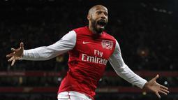 2. Thierry Henry (Arsenal) - Thierry Henry adalah legenda Arsenal dan juga pemegang top skor klub sepanjang masa. Henry tercatat menyumbangkan 229 gol dalam 376 penampilan bersama Arsenal. (AFP/Ian Kington)