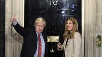 Perdana Menteri Inggris, Boris Johnson, Bersama Sang Kekasih, Carrie Symonds. (Foto: AP Photo)