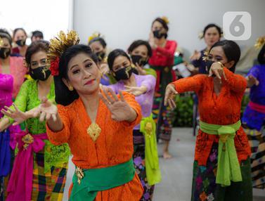 Mengangkat Kembali Bali Pascapandemi COVID-19 Lewat Kebaya Bali