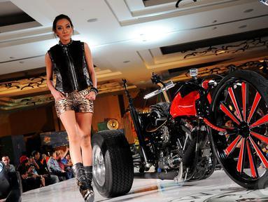 Fashion show internasional  pertama di Asia dari New Rock, Hotel Pullman, Jakarta, Jumat (9/5/2014) (Liputan6.com/Faisal R Syam)