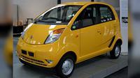 """Mobil Tata Nano yang dijuluki sebagai """"Mobil Rakyat"""" (Creative Commons)"""