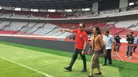 Ketua umum PSSI, Mochamad Iriawan, melakukan inspeksi ke Stadion Utama Gelora Bung Karno (SUGBK), Jakarta, Jumat (6/3/2020). Inspeksi tersebut untuk mengecek kesiapan SUGBK menjadi venue Piala Dunia U-20 2021. (Bola.com/Benediktus Gerendo Pradigdo)