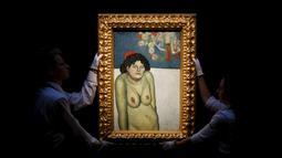 "Petugas saat memamerkan lukisan "" La Gommeuse "" karya Pablo Picasso di London, Inggris, Jumat (9/10/2015). Diperkirakan lukisan ini terjual hingga 60 juta dollar. (REUTERS/Stefan Wermuth)"