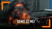 6 Kendaraan operasional Polri dirusak dan dibakar massa demonstran di jalan Brigjen Katamso Palmerah Jakarta Barat. massa juga menjarah isi kendaraan dan membuang peluru karet dan tajam ke jalan.