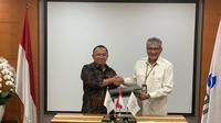 Direktur Utama Perseroan Lukman Hidayat berfoto bersama dengan Direktur Utama PGN Gigih Prakoso usai menandatangani Pokok-pokok Perjanjian kerjasama pembangunan 500 ribu jargas rumah tangga. (Dok. PTPP)