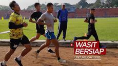 Berita video sebanyak 60 wasit melakukan tes kebugaran secara mandiri dan swadaya jelang bergulirnya Liga 1 2021, Sabtu (12/6/2021) WIB.