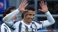 Striker Juventus, Cristiano Ronaldo, melakukan selebrasi usai mencetak gol ke gawang Cagliari pada laga Liga Italia di Sardegna Arena, Minggu (14/3/2021). Juventus menang dengan skor 3-1. (Alessandro Tocco/LaPresse via AP)
