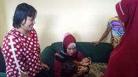Yati menemukan bayi di teras rumahnya (Bangun Santoso/Liputan6.com