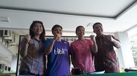 Sekretaris Jenderal PBSI Achamd Budiarto (kanan), Kabid Binpres Susy Susanti (kiri), serta ganda putri Greysia Polii/Apriyani Rahayu dalam sesi konferensi pers di Pelatnas PBSI Cipayung, Jakarta Timur, Rabu (17/1/2018). (Bola.com/Yus Mei Sawitri)