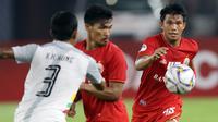 Gelandang Persija Jakarta, Sandi Sute, mengejar bola saat melawan Shan United pada laga Piala AFC 2019 di SUGBK, Jakarta, Rabu (15/5). Persija menang 6-1 atas Shan United. (Bola.com/M Iqbal Ichsan)