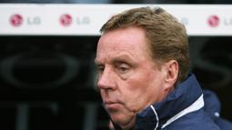 Harry Redknapp. Pelatih yang kini berusia 74 tahun ini membesut West Ham mulai 10 Agustus 1994 hingga 9 Mei 2001. Prestai terbaiknya adalah membawa The Hammers finish di peringkat kelima pada musim 1998/1999 dan menjuarai Piala Intertoto satu musim berikutnya. (Foto: AFP/Chris Ratcliffe)