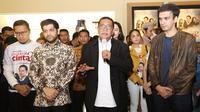 Dheeraj Kalwani bersama dengan Wakil Gubernur Jawa Barat Deddy Mizwar saat meresmikan bioskop Dee Cinema di Cianjur, Jawa Barat