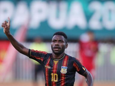 Tampil dengan kekuatan terbaiknya, Papua unggul 2-0 atas Aceh. Semua gol Papua diborong Ricky Ricardo Cawor. (PB PON XX Papua/Chaarly Lopulua)