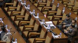 Suasana Rapat Paripurna di Kompleks Parlemen, Jakarta, Senin (25/7). Rapat Paripurna juga membahas tanggapan pemerintah atas pandangan fraksi atas APBN 2015. (Liputan6.com/Johan Tallo)