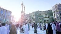 Sebagai muslim, kita pasti punya impian untuk pergi ke Tanah Suci. Setidaknya bisa umrah