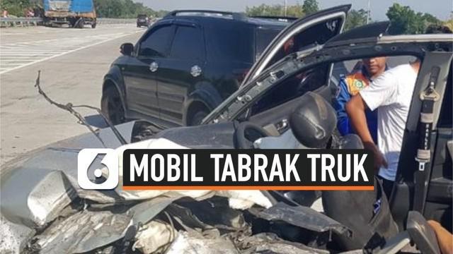 Mobil yang ditumpangi rombongan anggota Polres Jember mengalami kecelakaan di Tol Pasuruan-Probolinggo. Akibat kecelakaan tersebut, satu orang tewas dan dua orang lainnya terluka.