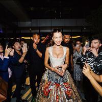 Bella Hadid menghadiri acara yang digelar brand jam mewah di Kuala Lumpur. (dok. Instagram @bellahadid/https://www.instagram.com/bellahadid/Dinny Mutiah)