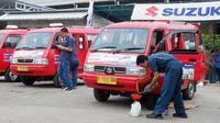 Bekerjasama dengan Koperasi Wahana Kalpika (KWK), PT Suzuki Indomobil Sales (SIS) menggelar program servis gratis untuk 500 angkot. (SIS)