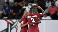 Para pemain Qatar merayakan gol ke gawang Arab Saudi pada laga Grup E Piala Asia 2019, di Sheikh Zayed Sports City, Abu Dhabi, Kamis (17/1/2019). (AFP/Khaled Desouki)