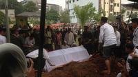 Pemakaman Hasyim Muzadi di Ponpes Al Hikam, Beji, Depok, Jabar, Kamis (16/3). (Liputan6.com/Ady)