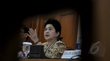 Menteri Kesehatan Nila Djuwita Farid Moeloek, bersama Kepala Badan POM Roy Sparingga melakukan jumpa pers terkait hasil investigasi terkait buvanest spinal, di kementrian kesehatan, Jakarta, Senin (23/3/2015). (Liputan6.com/Johan Tallo)
