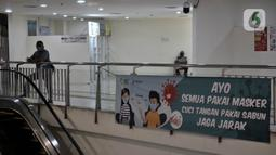 Suasana di Terminal Terpadu Pulogebang, Jakarta, Rabu (10/6/2020). Petugas loket PO bus AKAP di Terminal tersebut masih tetap merasakan sepi pembeli meski operasional kembali normal sejak Minggu (7/6). (merdeka.com/Iqbal S. Nugroho)