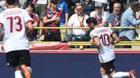 Selebrasi Pemain AC Milan Hakan Calhanoglu (AP)