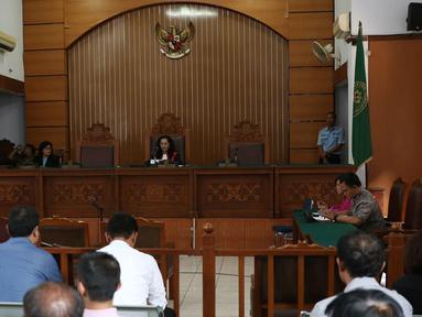 Sidang putusan gugatan praperadilan atas status tersangka Farhat Abbas akhirnya digelar di Pengadilan Negeri Jakarta Selatan, Rabu (30/9/2015). Hakim tunggal Yuningtyas Upiek menolak gugatan tersebut.(Liputan6.com/Herman Zakharia)