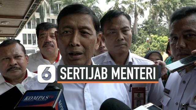 Mantan Menkopolhukam Wiranto menggelar upacara Sertijab kepada penggantinya Mahfud MD. Dalam kondisi masih dirawat Wiranto minta izin untuk hadir di acara tersebut.