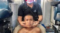 Tahanan narkoba yang melarikan diri dari Polda Sulawesi Tenggara usai dibekuk pada Minggu di Teluk Kendari (23/5/2021).(Liputan6.com/dok Polda Sultra)