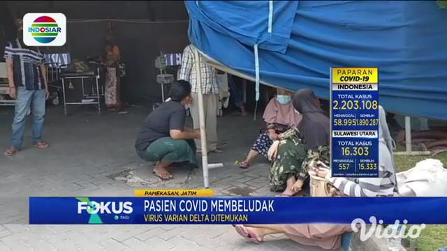 Tenda darurat atau tenda barak terpaksa didirikan di sekitar RSUD Dr Slamet Martodirdjo Pamekasan, Jawa Timur, akibat tak lagi bisa menampung pasien Covid-19 yang terus berdatangan.