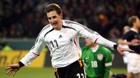 Miroslav Klose menjadi yang teratas dalam urusan gol untuk timnas Jerman, klose telah mencetak 71 gol bagi tim Panser, gol pertamanya terjadi pada 24 Maret 2001 dan gol terakhirnya pada 8 Juli 2014. (EPA/Franz-Peter Tschauner)