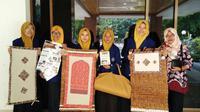 Sekelompok mahasiswa UNY menciptakan sajadah dari pelepah pisang