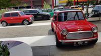 Ratusan mobil mungil MINI kumpul diacara Indonesia MINI Day 2018 di QBig, BDS City, Tangeran Selatan, Sabtu (15/12/2018). (Herdi Muhardi)