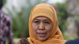 Gubernur Jawa Timur Khofifah Indar Parawansa memberikan keterangan kepada awak media usai menemui Presiden Joko Widodo di Istana Kepresidenan, Jakarta, Selasa (18/6/2019). Khofifah mengaku membahas sejumlah proyek infrastruktur dan transportasi di Jawa Timur. (Liputan6.com/Angga Yuniar)