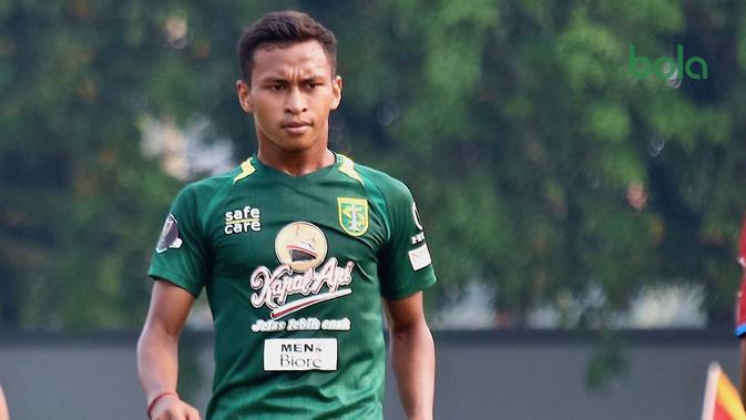 Osvaldo Haay semakin percaya diri setelah mencetak dua gol untuk Persebaya. (Bola.com/Aditya Wany)